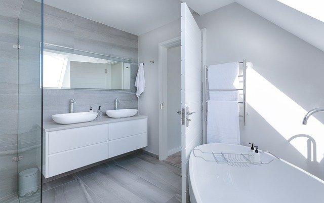 Jak wybrać kolorystykę mebli łazienkowych?